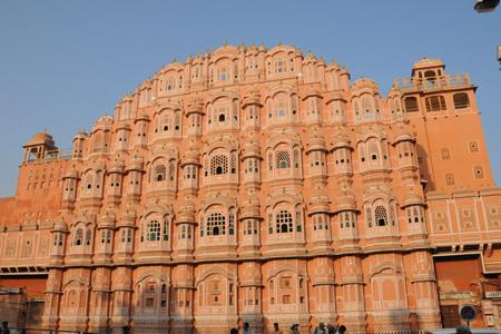 """واجهة """"هوا محل"""" أو قصر الرياح في مدينة جايبور، الهند"""