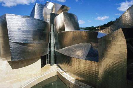 متحف جوجينهام في مدينة بلباو، أسبانيا