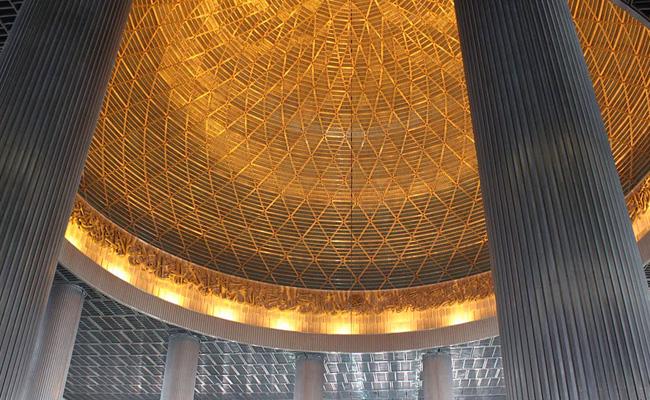 قبة مسجد الاستقلال من الداخل ـ جاكرتا