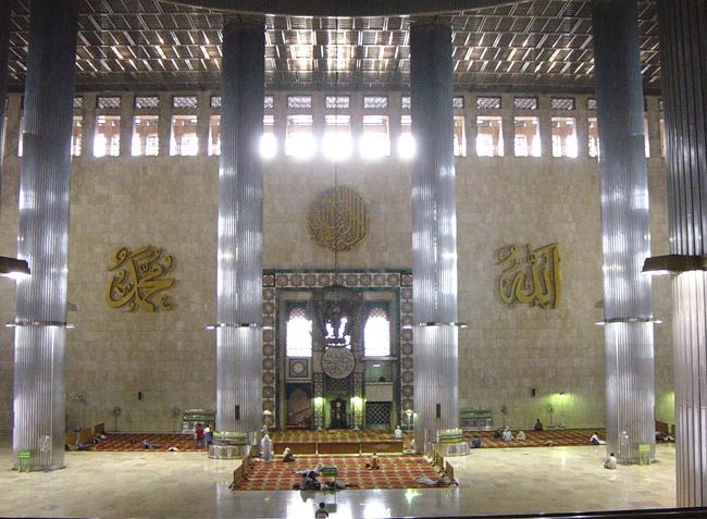داخل مسجد الاستقلال ـ جاكرتا، أندونيسيا