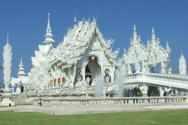 """المعبد الأبيض """"Wat Rong Khun"""" في مدينة شيانج راي"""