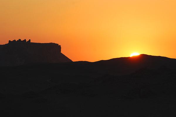 شروق الشمس في الواحة البحرية ـ مصر
