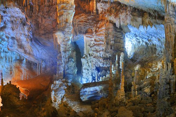جولة في مغارة جعيتا في لبنان Jeita-grotto-lebanon-05