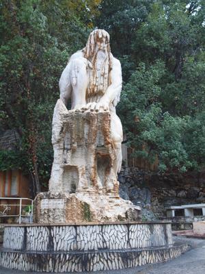 جولة في مغارة جعيتا في لبنان Jeita-grotto-lebanon-time-guardian-statue1
