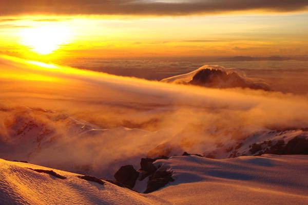 شروق الشمس على جبل كليمنجارو، تنزانيا