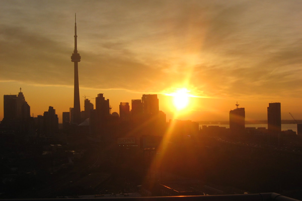 شروق الشمس في تورنتو، كندا