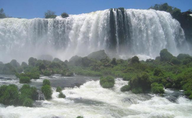 شلالات اجوازو في الأرجنتين