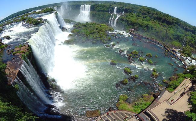 شلالات اجوازو ومركز الزوار في البرازيل