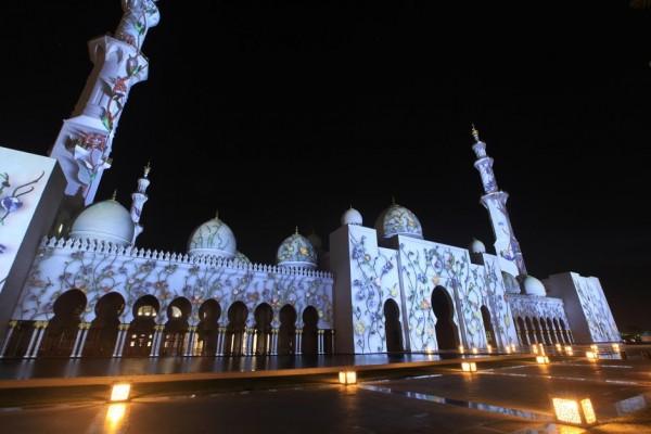 عرض الأضواء على مسجد الشيخ زايد الكبير، أبوظبي