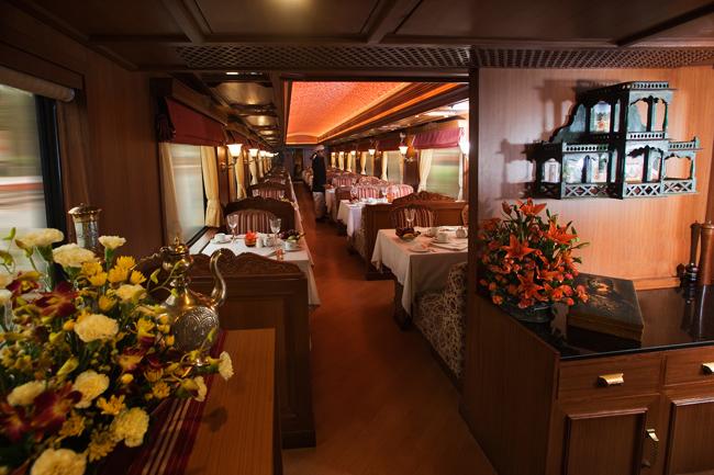 مطعم Rang Mahal في القطار