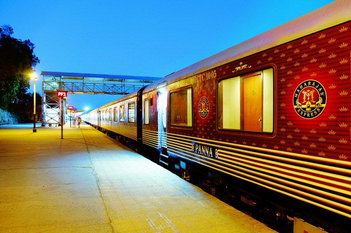 قطار مهراجا إكسبريس من الخارج