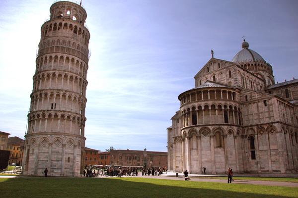 برج بيزا المائل وكاتدرائية الدومو، إيطاليا