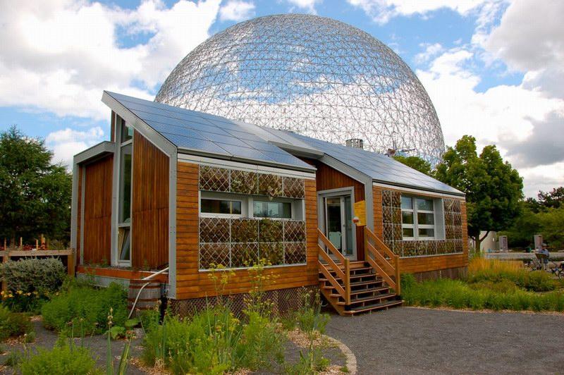 المبنى الملحق بالقبة والذي تجري فيه أبحاث الطاقة الشمسية