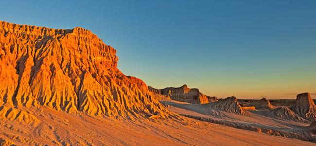 الغروب على أسوار الصين في حديقة مونجو الوطنية، أستراليا