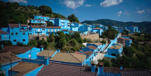 قرية السنافر في أسبانيا