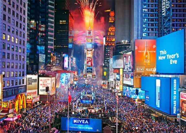 """يكتظ الـ """"تايمز سكوير"""" بمئات الآلاف من النّاس للاحتفال بليلة رأس السنة من كُلّ عام"""