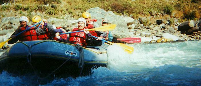 توفر شركات السياحة النيباليّة نماذج مُختلفة من الأنشطة السياحيّة المائيّة للسيّاح المغامرين بتكاليف مناسبة