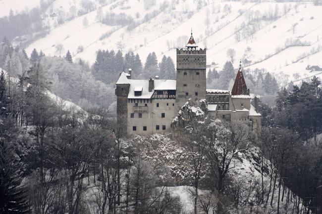 قلعة دراكولا تغطيها ثلوج الشتاء