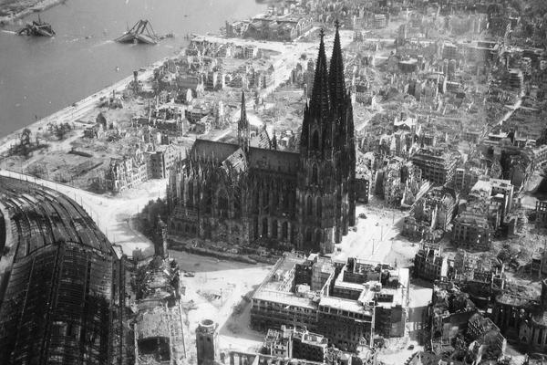 كاتدرائية كولونيا خلال الحرب العالمية الثانية