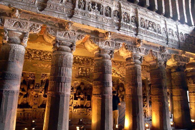 روائع التاريخ الهندي تتجسد داخل كهوف أجانتا