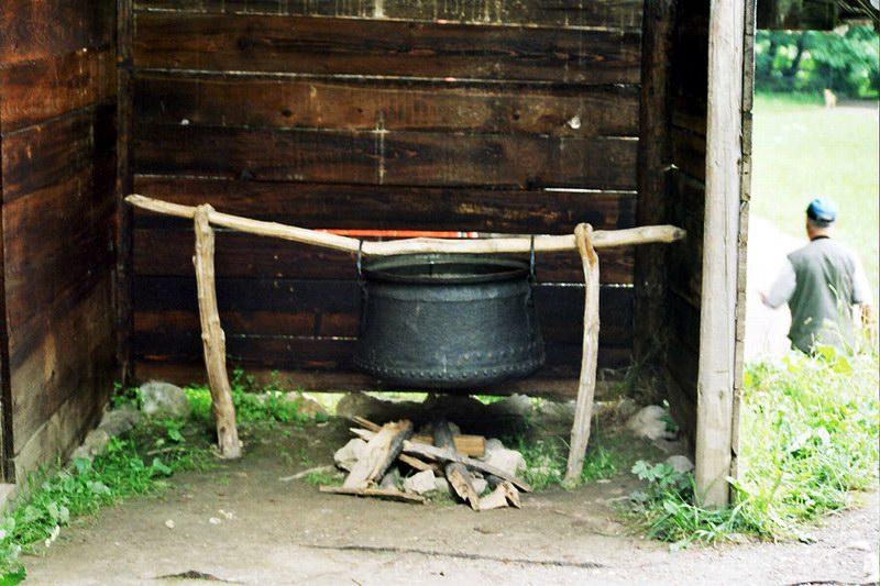 أحد الأدوات القديمة المعروضة في متحف القرية