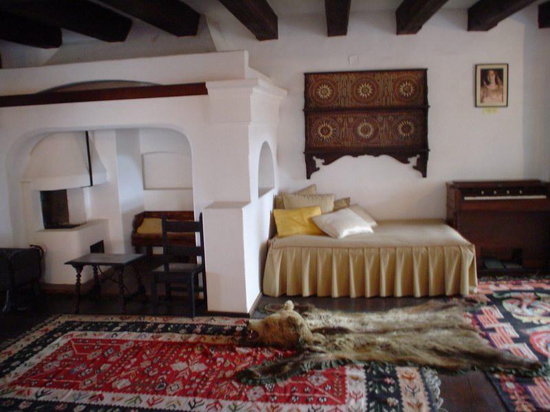 غرفة النوم داخل القلعة