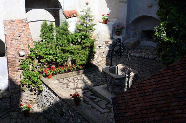 الساحة الداخلية للقلعة