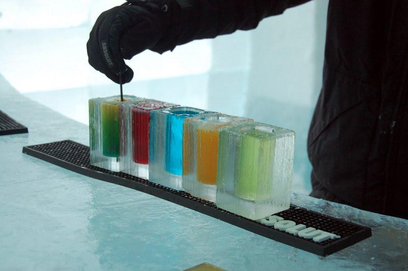 المشروبات كما تقدم داخل الفنادق الثلجية