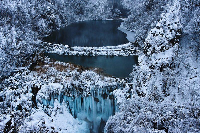 البحيرات أثناء موسم الشتاء