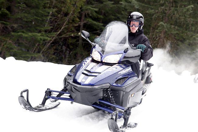 عربة التزلج Snowmonile