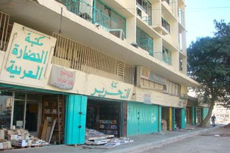 """الطريق المؤدية إلى نهج """"الدباغين"""" بالعاصمة التونسية حيث يكثر بيع الكتب"""