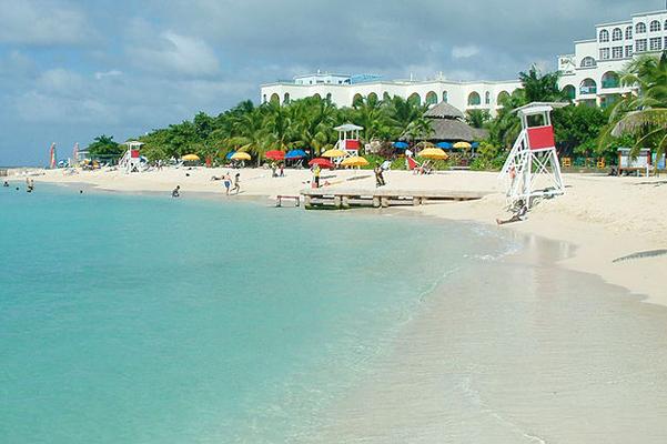 """شاطئ """"دكتورز كاف"""" في جامايكا"""