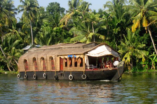 السفن النهرية في كيرالا