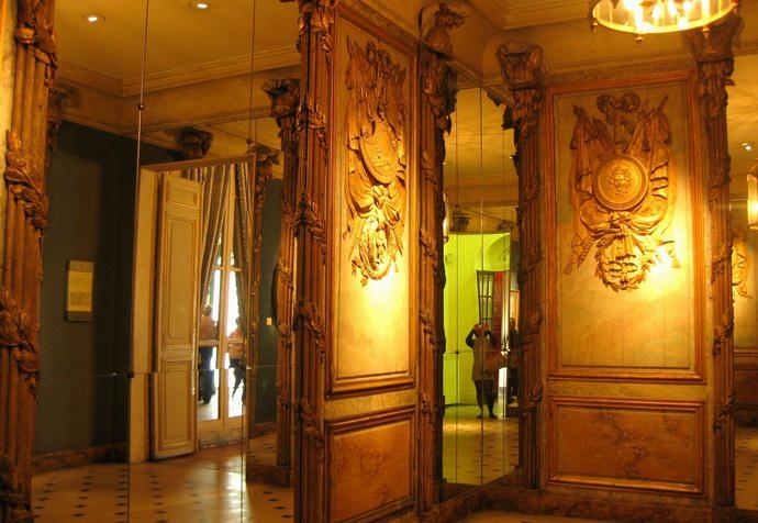 جانب من غرفة تعرض التاريخ الحديث