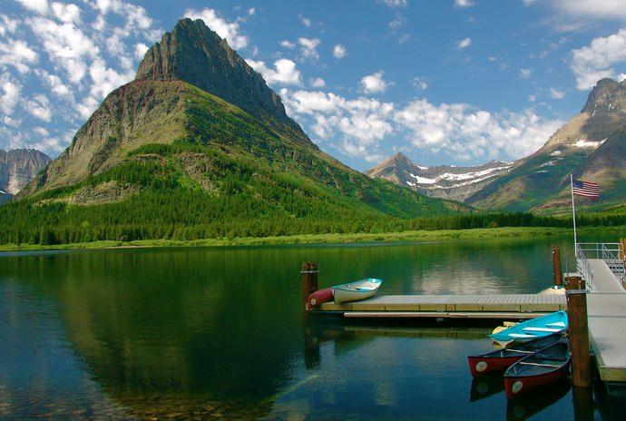 قوارب للتنزه في البحيرات الرائعة