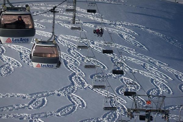 تلفريك منتجع Les Arcs ماراً فوق فنون بيك على الجليد