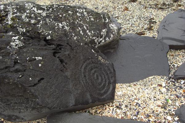 شاطئ الصخور المنحوتة، ألاسكا Petroglyph Beach