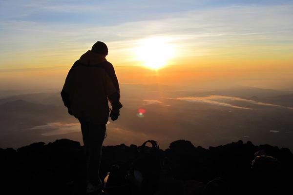 شروق الشمس من فوق جبل فوجي، اليابان