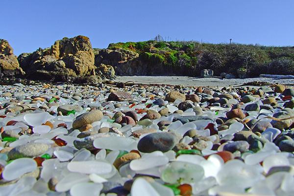 شاطئ الزجاج، كاليفورنيا Glass Beach