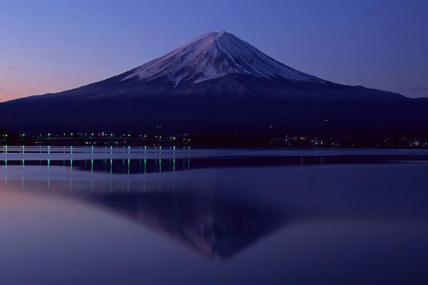 جبل فوجي ليلاً ، اليابان