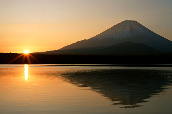 جبل فوجي عند شروق الشمس، اليابان