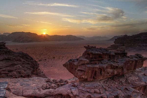 غروب الشمس في وادي رم، الأردن