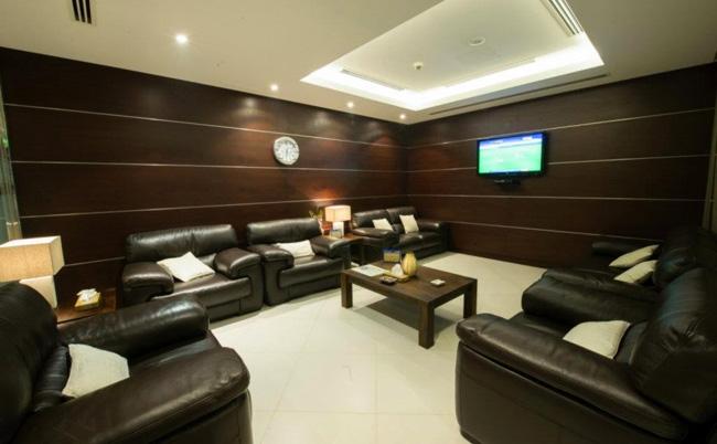 """قاعة """"الصقر الذهبي"""" الجديدة في مطار البحرين الدولي"""