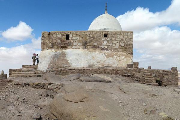 قبر النبي هارون عليه السلام على جبل هارون