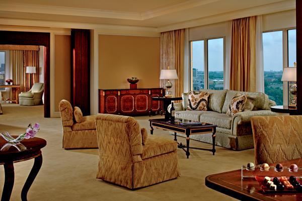 """جناح في فندق """"الريتز ـ كارلتون"""" دالاس"""