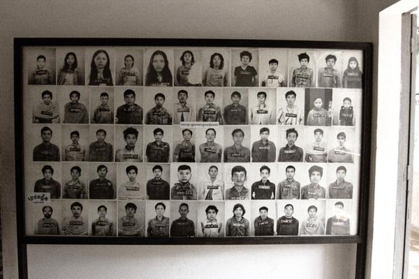 """بعض من صور آلاف الضحايا في متحف """"تول سلينج"""" للإبادة الجماعية"""