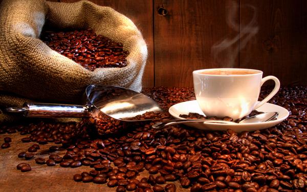 القهوة.. الساحرة السمراء تفرض شروطها