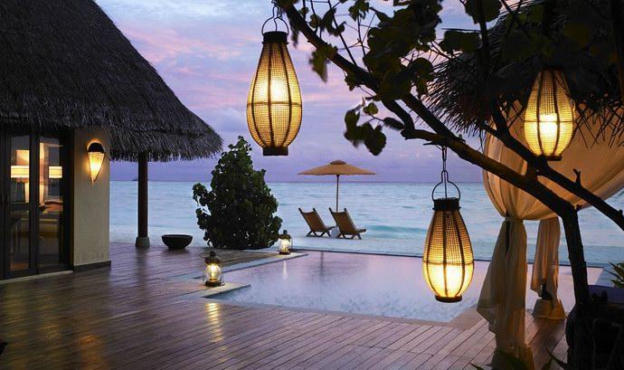 """حمامات سباحة في """"تاج إكزوتيكا"""" المالديف"""