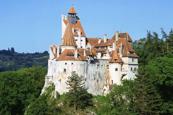 """قلعة """"دراكولا"""" في ترانسلفانيا"""