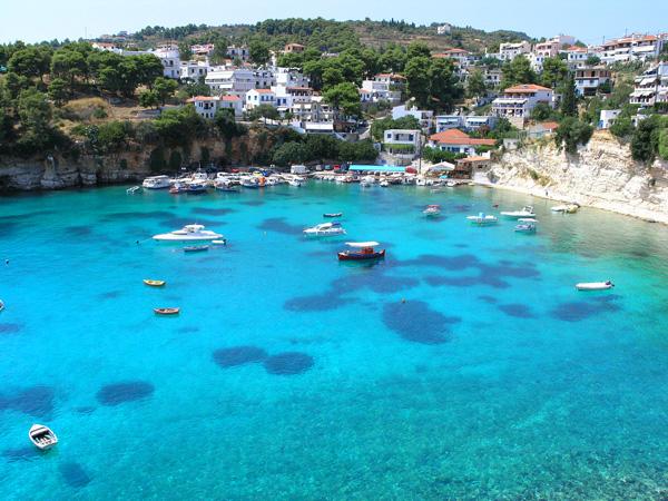 تشتهر جزيرة ألونيسوس بمياهها بالغة النقاء